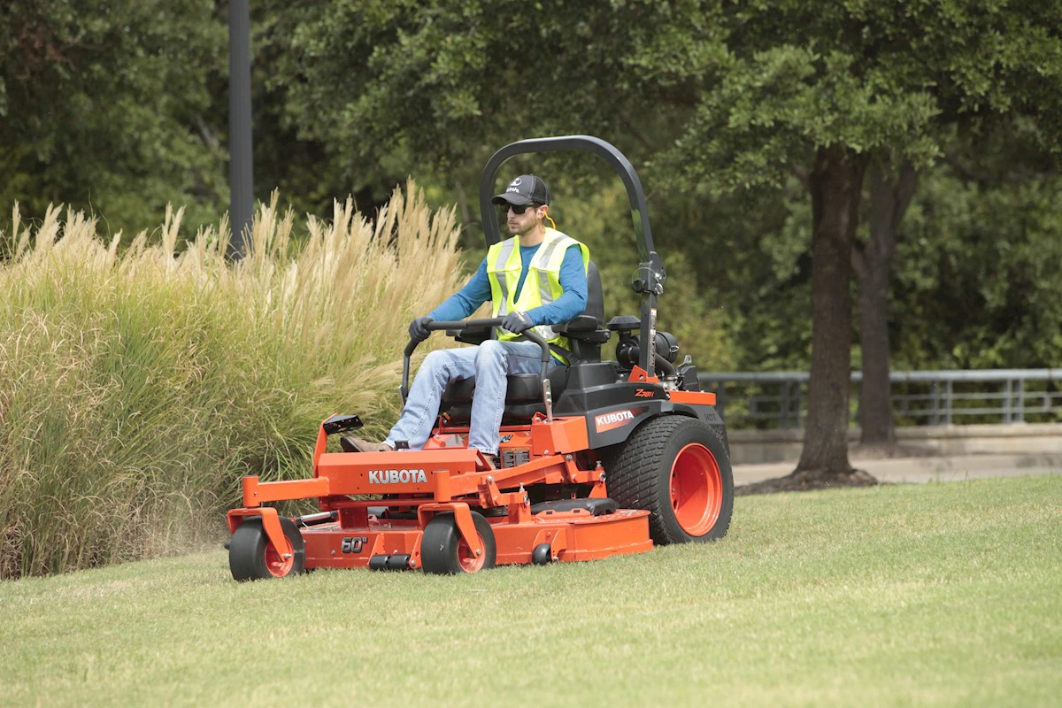 Make Mulching AND Bagging Possible with the Kubota Z700 EFI Series